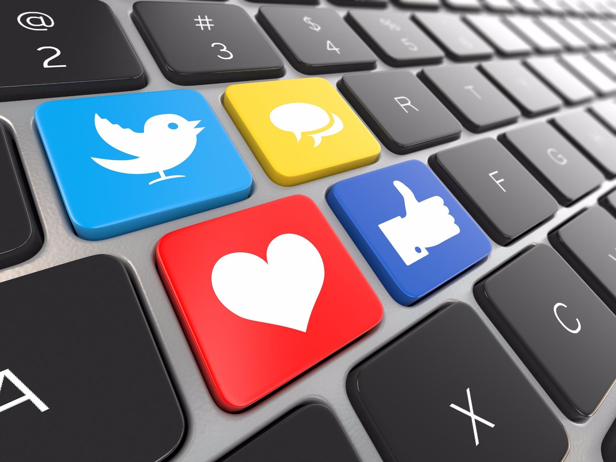 2014-03-26-05-53-41-médias-sociaux