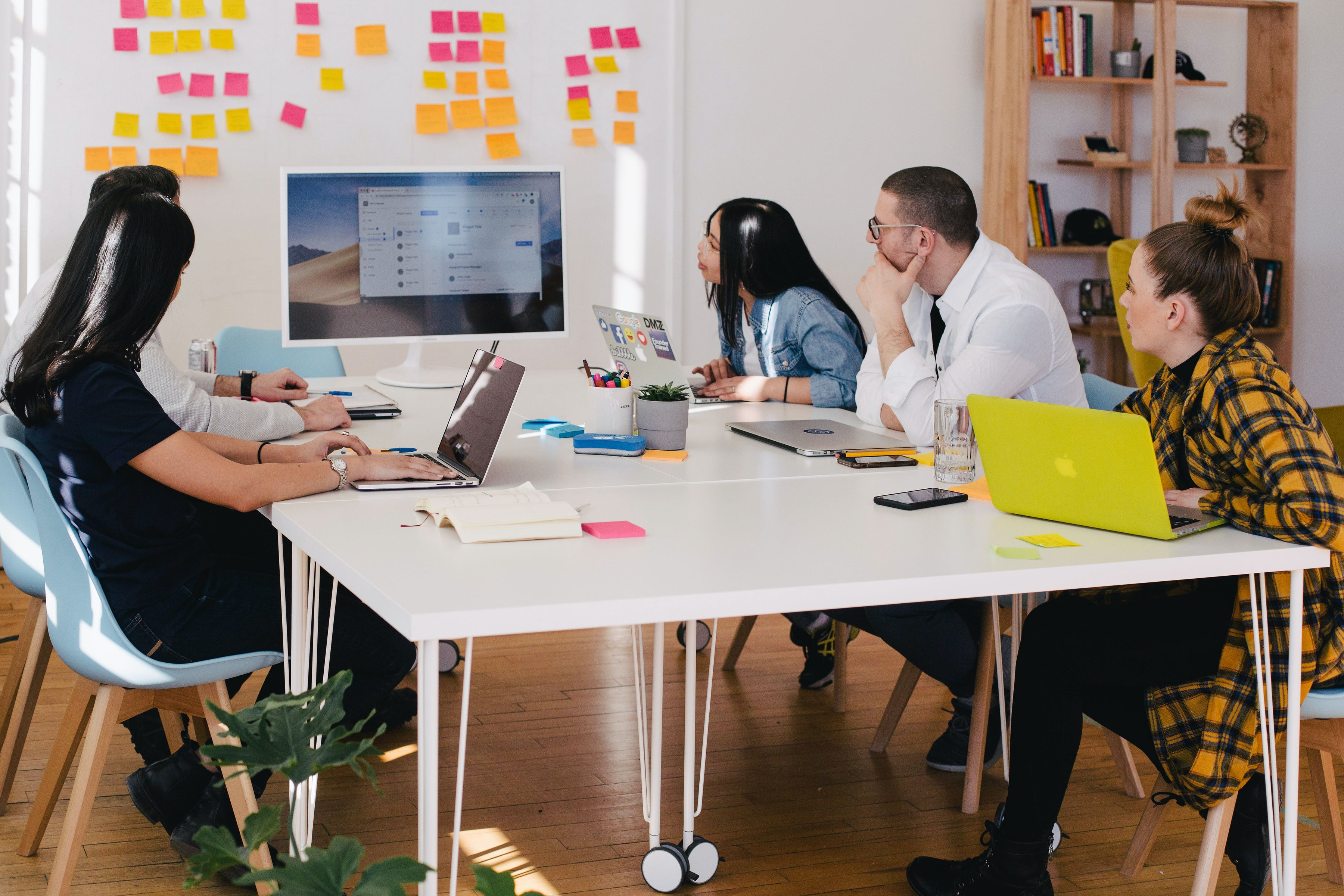 Comment la Génération Z change-t-elle le monde du travail ? Analyse et recommandations.